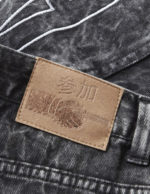 CLOSE_UP_OF_FRONT_PATTERN_AND_DENIM_WASH_BACK_PATCH_large
